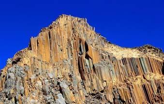 青海发现距今2.2亿年火山岩柱状节理群