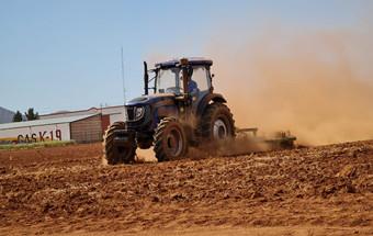 潍柴雷沃重工在墨西哥举办大型拖拉机演示会