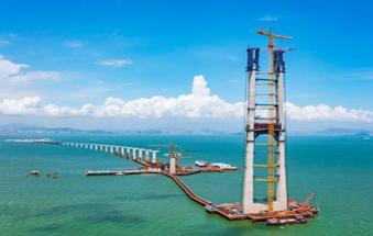 深中通道伶仃洋大桥东索塔完成封顶